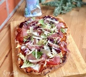Пицца на римском тесте с сыром буратта и прошутто