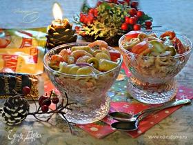 Салат с пастой и креветками под коктейльным соусом