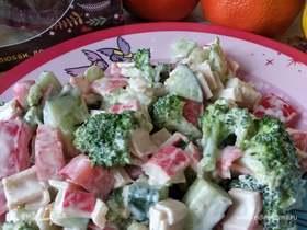 Салат с крабовыми палочками и брокколи