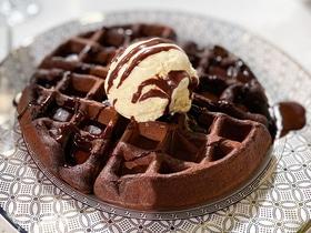 Шоколадные вафли с ганашем и мороженым