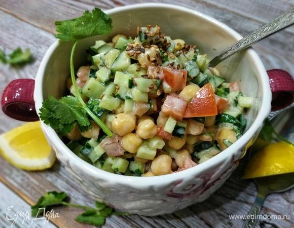 Салат из нута с овощами