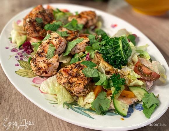 Куриное филе на пите с бабаганушем и салатом