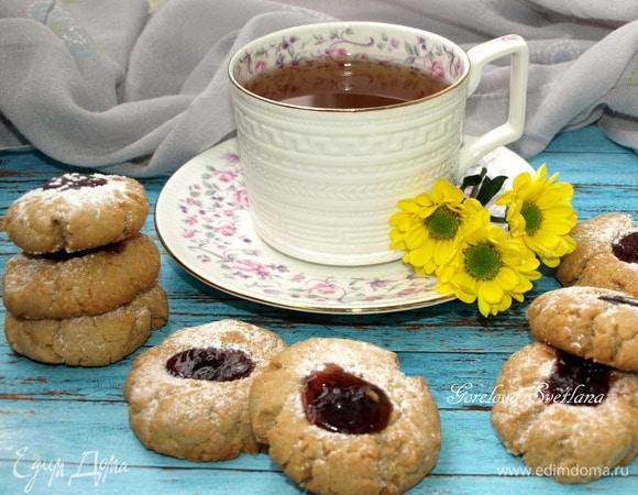 Печенье с арахисовой пастой и вишневым джемом
