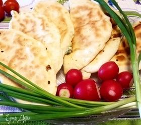 Пирожки на кефире с брынзой и зеленым луком
