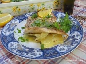 Горбуша на картофеле с чесноком и кориандром