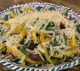 Салат из кускуса со спаржей, оливками и сыром