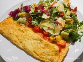 Омлет с помидорами черри и салатом из артишоков