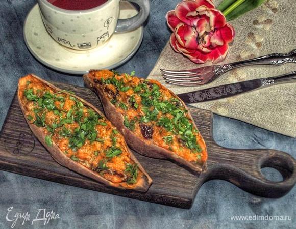 Батат, запеченный с сыром и вялеными томатами