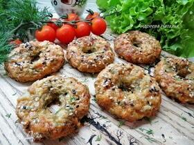Творожно-сырные бублики с зеленью и чесноком