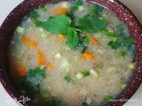 Летний суп с маринованной черемшой и яичной заправкой