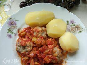 Фрикадельки из индейки с овощным соусом