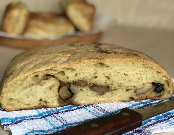 Хлеб с чесноком и маслинами