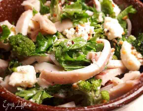 Салат с кальмарами, брокколи и пикантной заправкой