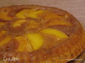 Пирог с персиками в карамели