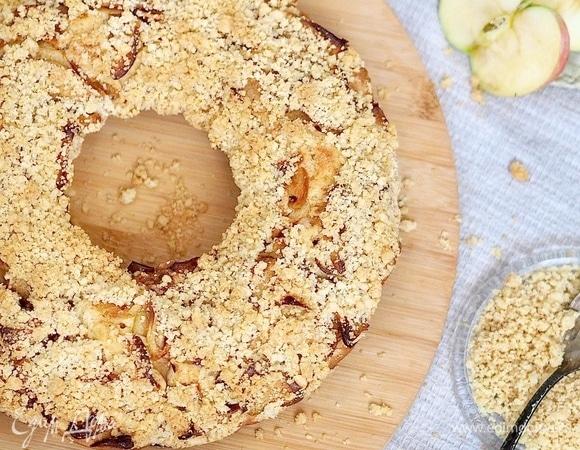 Кекс с яблоками и штрейзелем