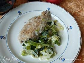 Рыба, тушенная в молоке с луком-пореем