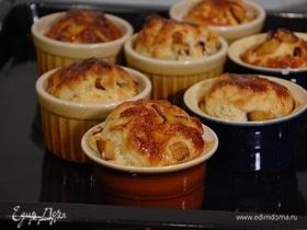 Сдобные булочки со сливами
