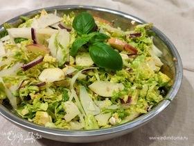 Салат из брюссельской капусты с яблоком и фундуком