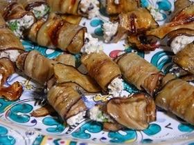 Баклажаны, фаршированные творогом, сыром и грецкими орехами