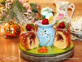 Новогодний пирог с вишневым джемом