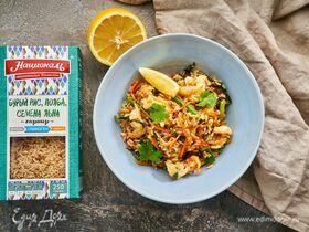 Креветки с бурым рисом, полбой и семенами льна