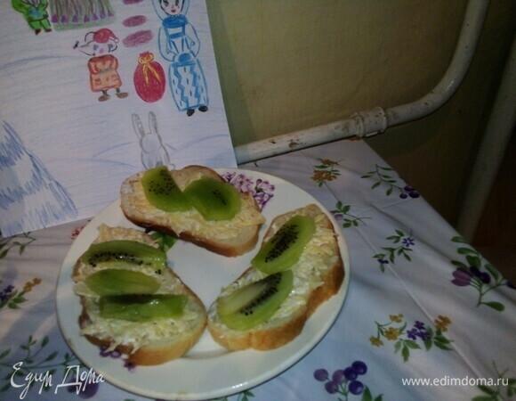 Бутерброды с сыром и киви