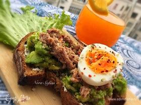 Бутерброд с авокадо и тунцом