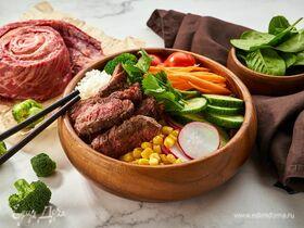 Боул с говядиной, рисом и овощами
