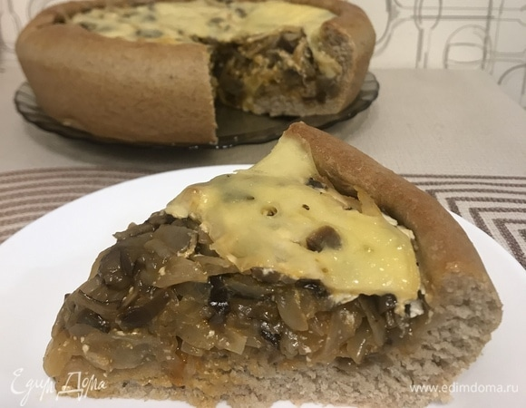 Открытый пирог с капустой и грибами