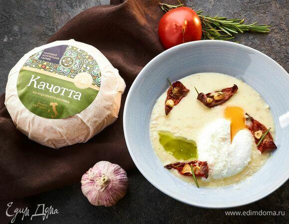 Овсяная каша с томатами, сыром и яйцом пашот