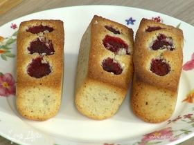 Печенье финансье с миндалем и малиной