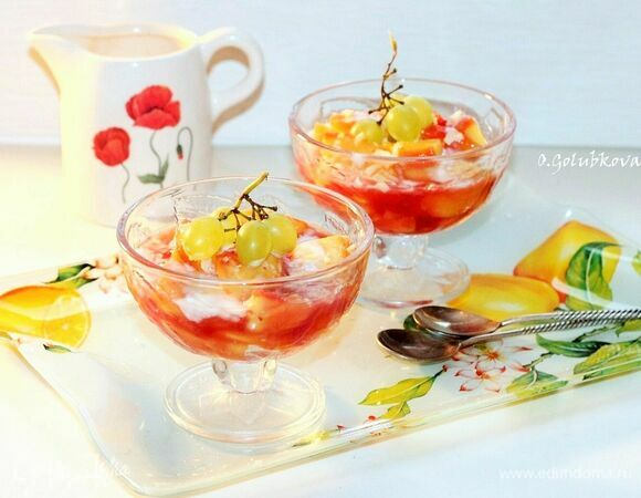 Летний фруктовый салат с йогуртом