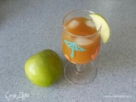 Яблочный коктейль с ромом