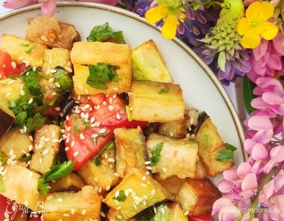 Салат с хрустящими баклажанами и кабачками