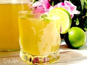 Лимонад из зеленого базилика, яблок и сиропа из бузины