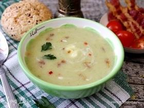 Суп-пюре из брокколи с беконом и йогуртом