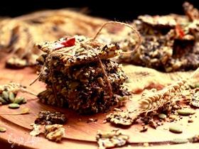 Зерновые крекеры с сыром