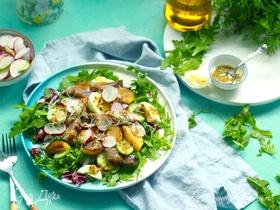 Овощной салат с копченой сельдью и горчичной заправкой
