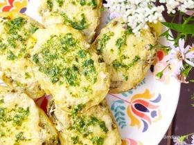Запеченный картофель с базиликом и сыром