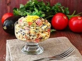 Легкий салат с баклажанами