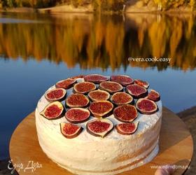 Бисквитный торт с инжиром и яблочной начинкой