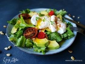 Салат с яйцом пашот и авокадо